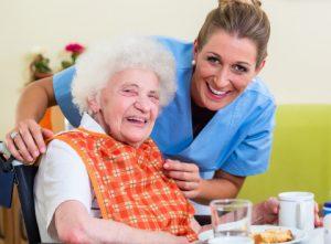 Hilfe für alleinlebende ältere Menschen
