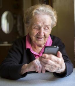 Seniorenhandy: Prepaid oder Vertrag?