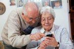 Darauf sollten Senioren bei der Wahl eines geeigneten Smartphones achten!